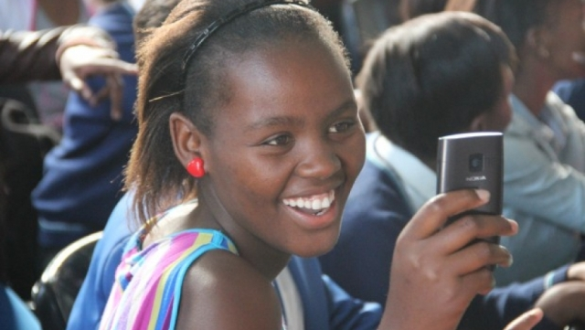 African-smartphone-user-image-by-pri-.org_